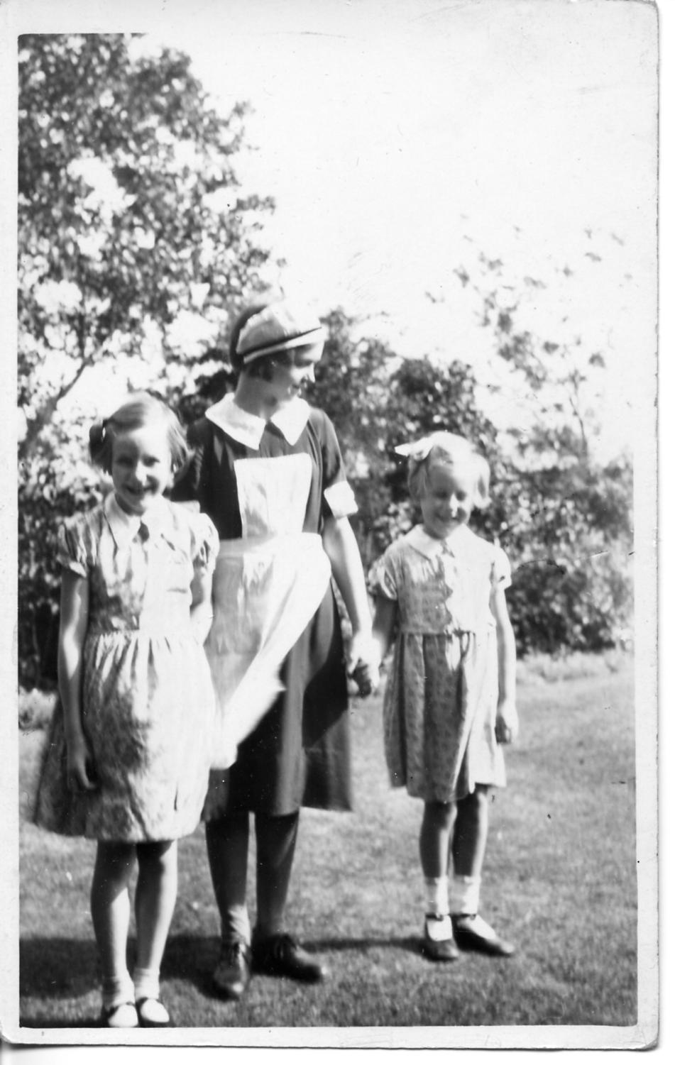Edith Norris with Bunce girls